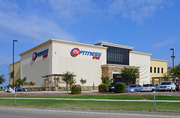 A 45,702 square-foot, Best Buy and a 36,000 square-foot 24 Hour Fitness Sport anchors Hunter Plaza, built in 2006