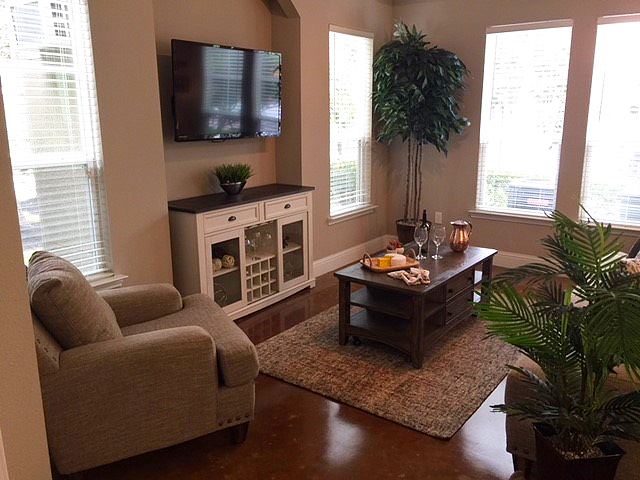 Kings Cove Apartments in Houston is managed by National Asset Services
