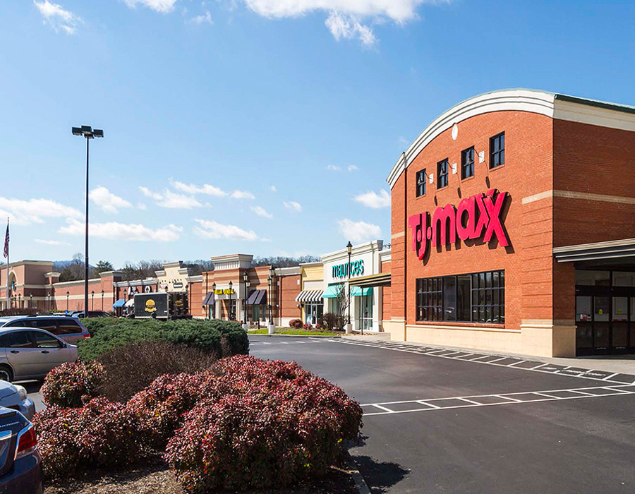 River Place shopping center is an example of NAS' expertise in refinancing retail
