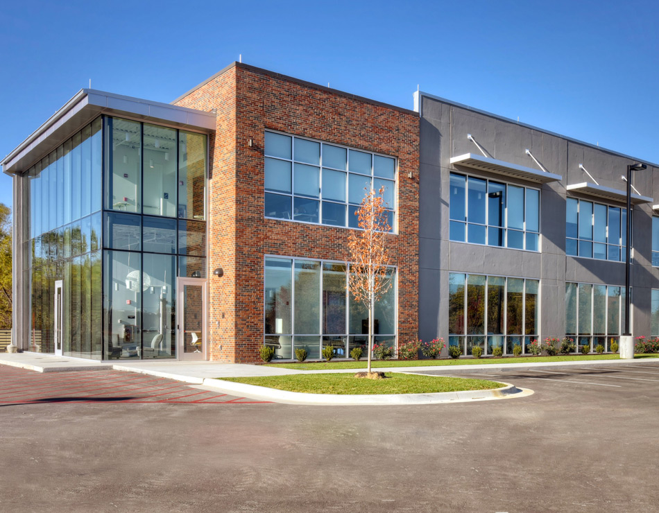 2200 Bentonville is managed by National Asset Services commercial real estate management company