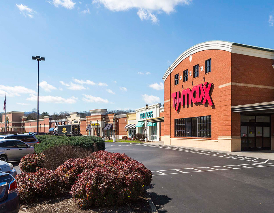 National Asset Services developed a loan maturity solution for River Place Shopping Center
